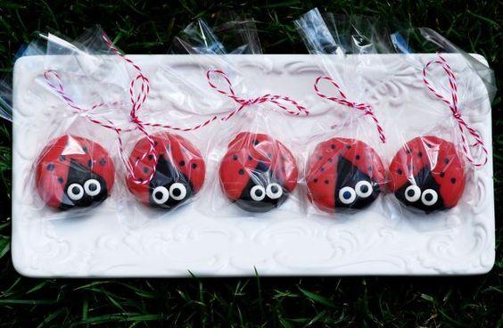 Ladybug Oreos {Edible Gifts}