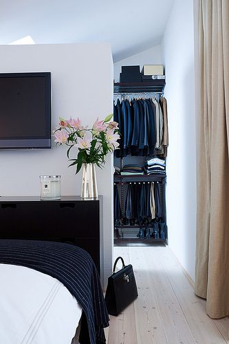 Bed In The Middle Of The Room With A Closet Dressing Room