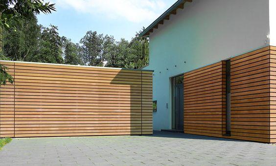 Hörmann-Garagentor mit flächenbündiger Holzverkleidung