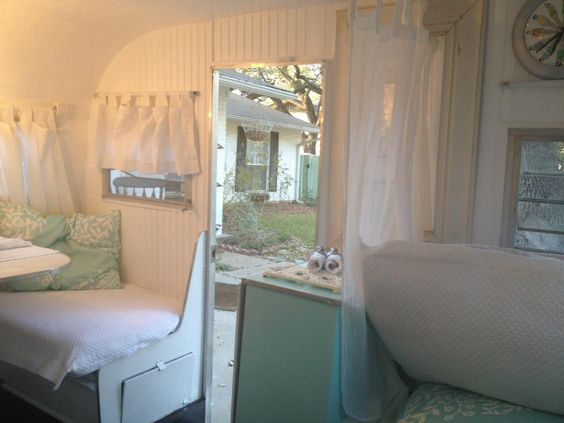 how I'd decorate my old trailer: