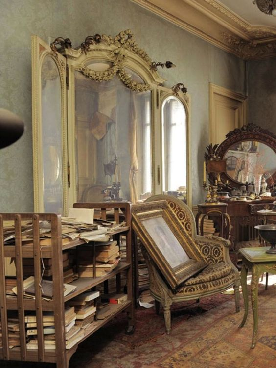 """Time Capsule"" Apartment in Paris Found Untouched for 70"