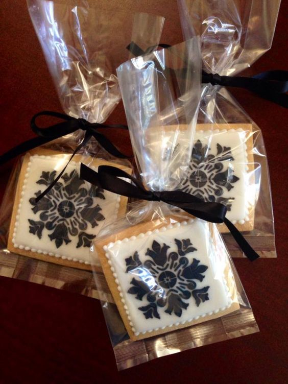 Damask decorated cookies