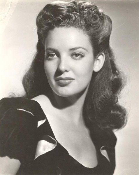 """Linda Darnell, 1940's (1923-1965). A model as a child, she went to theater and film acting as a teen. At the encouragement of her mother, she made her first film in 1939, and appeared in supporting roles in big budget films for 20th Century Fox throughout the 1940s. She rose to fame co-starring opposite Tyrone Power in adventure films and established herself as a leading lady in """"Forever Amber"""" (1947). Often described as the """"girl with the perfect face"""". (Source: Wikipedia and IMDb)"""