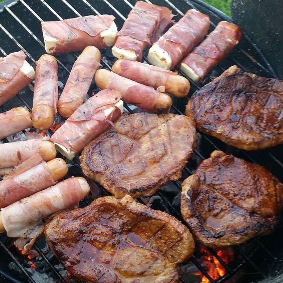 Papa ist der Beste Grillabend  #vatertagsgrillen #grillen #lowcarb #ganzvielfleisch #lecker #steaksundwürstchen #fetapäckchen #aufdemgrill #fleischistmeingemüse by labellala1