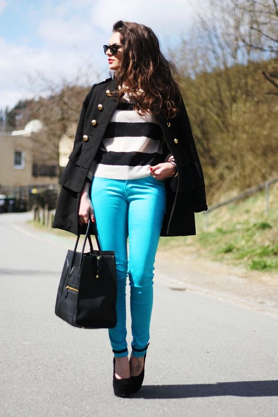 simple outfit with a pop of turquoise