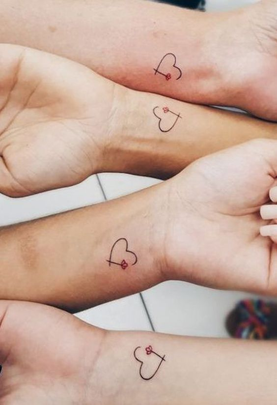 Matching Best Friends Cute Small Heart Floral Flower Rose Wrist Tattoo Ideas for Women - Ideas lindas del tatuaje de la flor para las mujeres - www.MyBodiArt.com