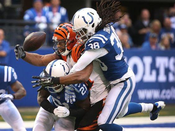 Colts defenders Vontae Davis and Sergio Brown sandwich