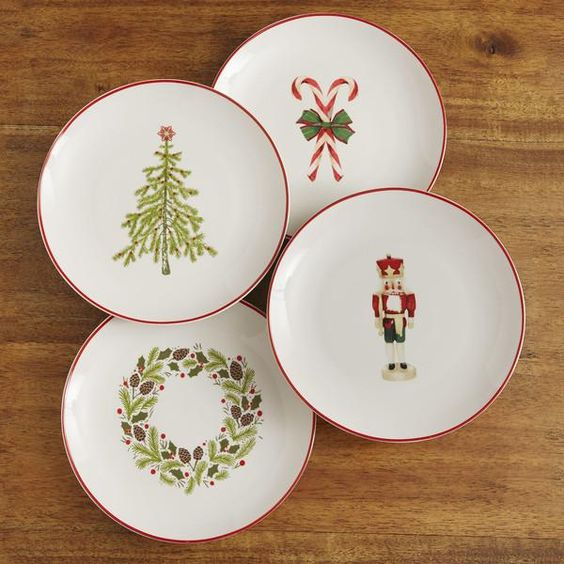 Christmas Plates | Cheerful Christmas motifs make each of these small plates even more special. Red edging provides a detailed finishing touch.