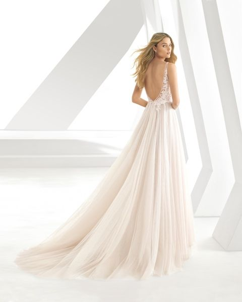 Gefunden Bei Happy Brautmoden Brautkleid Hochzeitskleid Rosa Clara Tiefer Rucken Ruckenausschnitt Spitze Elegant Romanti Brautmode Hochzeitskleid Braut