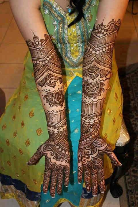 Amazing Detailed Mehndi Design for Brides