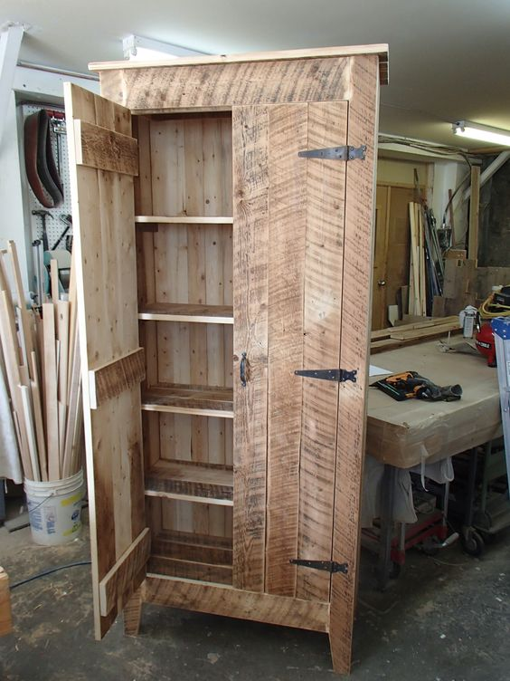 armoire en bois de grange restauration et construction pinterest armoires. Black Bedroom Furniture Sets. Home Design Ideas