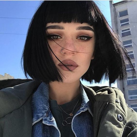 Chicas con pelo corto y flequillo