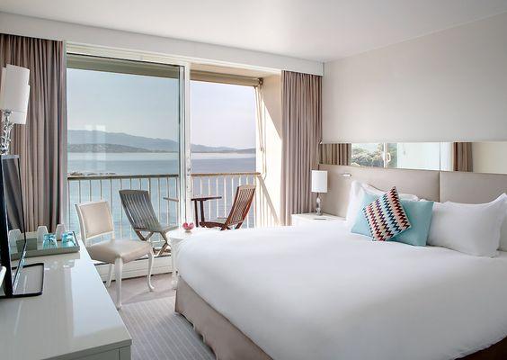#Chambre Classique avec vue sur la mer et #lit double King size MyBed au #Sofitel Golfe d'Ajaccio | #Porticcio #Corse
