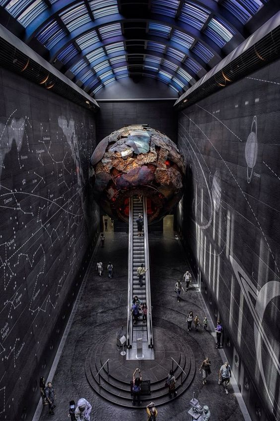 My G+ My Facebook My Flickr Entrance to the Natural Science Museum London.
