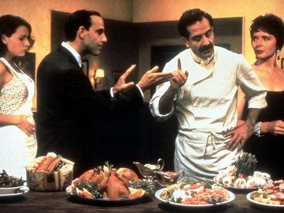 Big Night di Stanley Tucci e Campbell Scott (registi e interpreti), 1996. Un'ode al timballo. È quello il piatto forte che i fratelli Pilaggi offrono alla tavolata di vip (c'è anche Isabella Rossellini, a destra nella foto) intervenuti nel loro ristorante - sempre vuoto perché lo chef non è disposto al compromesso - per sentire cantare il tenore Luis Prima. Che non arriverà mai.Da:http://www.iodonna.it/