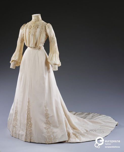 Wedding dress with a silk bodice and skirt, designed and made by Houghton & Dalton, London, 1902.