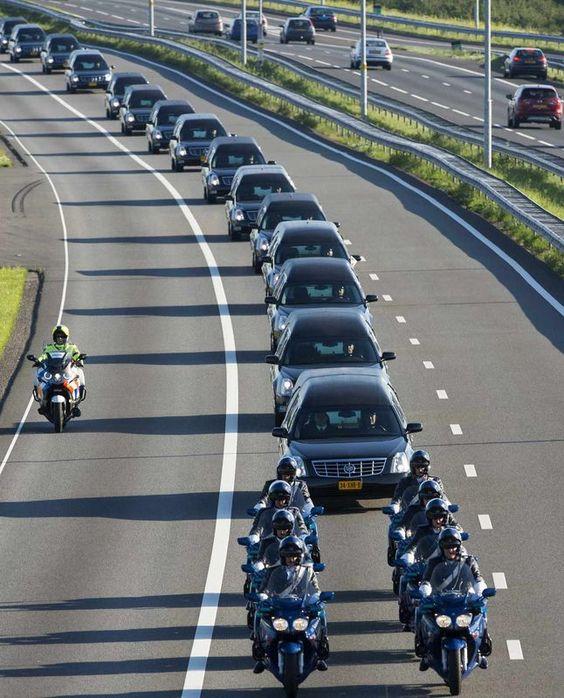 Eerbetoon Slachtoffers MH17. Had nooit mogen gebeuren!!!, diep en diep triest.: