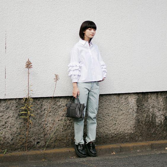 淡いカラーのコーディネートの田中真琴