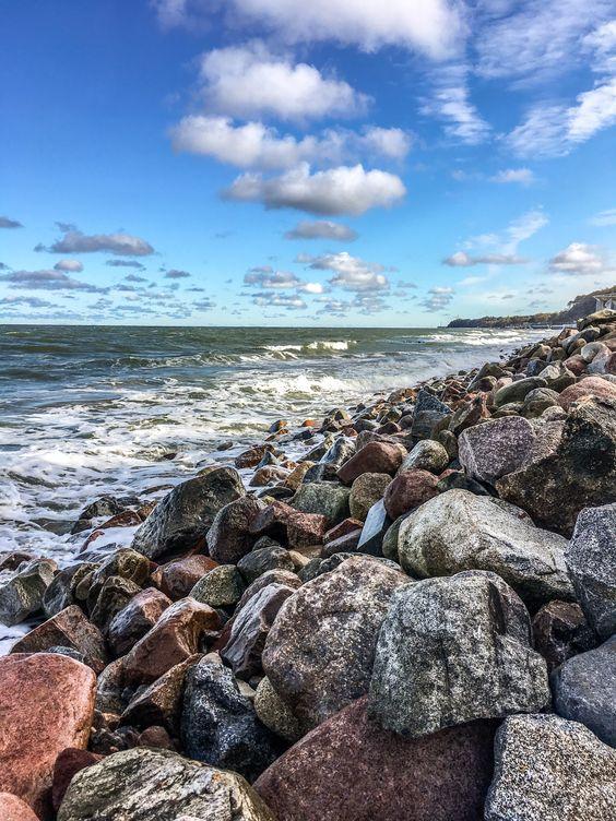 Каменистый берег Светлогорска. Фото Жени Шведы
