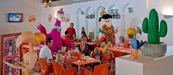 HoTel Sol Falcó, Menorca el de los Picapiedra. Muchas actividades para los niños  TIPUS ACTIVITAT: alojamientos / allotjaments