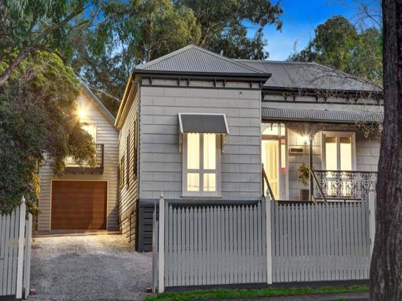 Facade ideas with rendered brick weatherboard and picket for Weatherboard garage designs