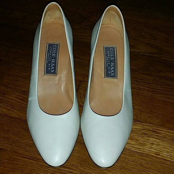 Cole Haan Tensile Air Pumps 8 M EUC Pretty Genuine Cream Leather Made In Italy Cole Haan Tensile Air Pumps in Size 8 B , Light Wear in Great Condition , No Issues  , Stains  , Odors  , Smoking or Pets  ! See Pics  ! Cole Haan Shoes Heels