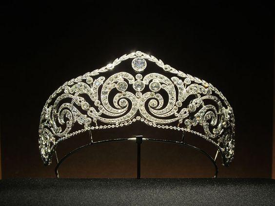 Coroas propriedade do império de luxo - Página 1