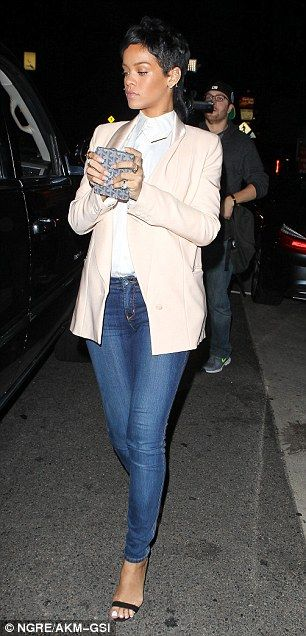 Classic look: The Diamonds singer looked flawless in a pale peach tuxedo jacket, white shirt and blue jeans  Read more: http://www.dailymail.co.uk/tvshowbiz/article-2405303/Rihanna-covers-blazer-jeans-visit-favourite-upscale-restaurant.html#ixzz2dUxFGTuw  Follow us: @MailOnline on Twitter | DailyMail on Facebook