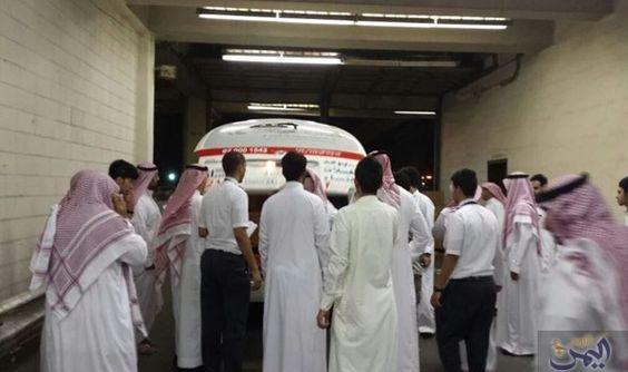 الداخلية السعودية ت علن لا ضحايا في تفجير جدة وإصابة رجلي أمن إصابة طفيفة Lab Coat Fashion Coat