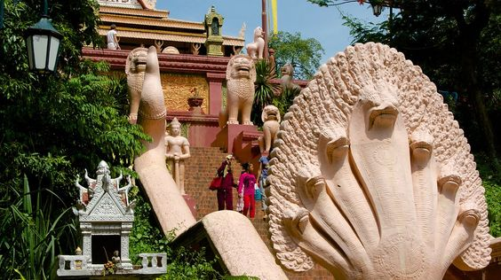 chùa Wat Phnom linh thiêng