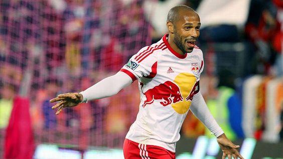 Nos EUA, Thierry Henry segue dando ao show mesmo aos 37 anos. 32 jogos nesta MLS, 10 gols e 13 assistências
