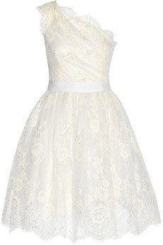 Pin for Later: Die 30 schönsten Brautkleider von der Stange  Marchesa verziertes Tüll-Kleid mit asymmetrischer Schulterpartie (3.844 €)