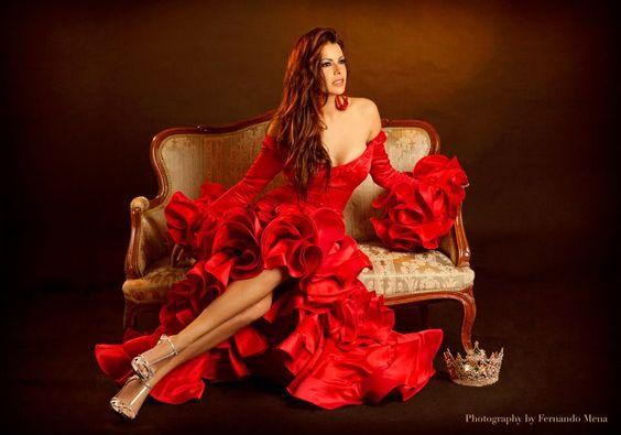 Hermoso traje de flamenca de María José Collantes. España.
