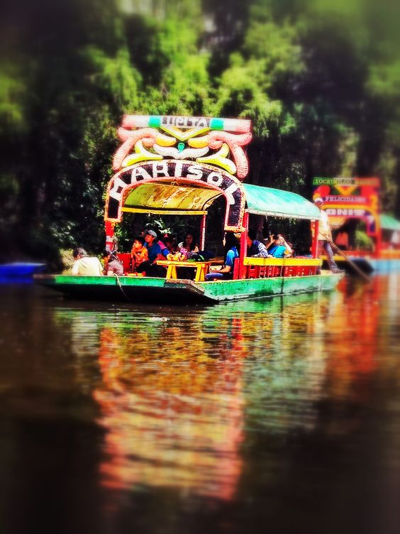 Trajinera Boats At The Floating Gardens Of Xochimilco Mexico City Mexique Pinterest