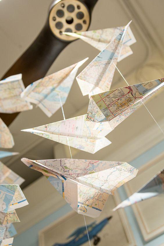 decoracao viagem mobile de aviao de papel