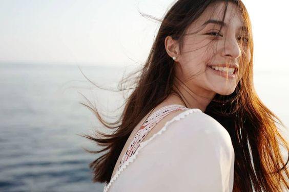 Kenalan Yuk Sama Nittha Jirayungyurn Yang Terkenal Dengan Senyuman Manisnya!!
