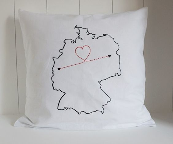 Kissen für Paare mit Fernbeziehung, Geschenkidee / cushion for lovers with long distance relationships, ldr by Holzknubbel via DaWanda.com
