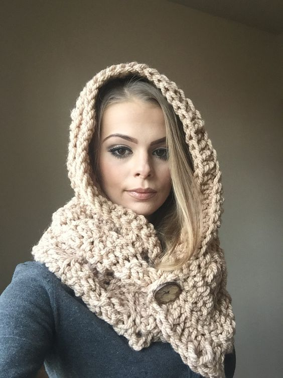 Originální ručně háčkovaná šála s kapucí :: Caro - Handmade