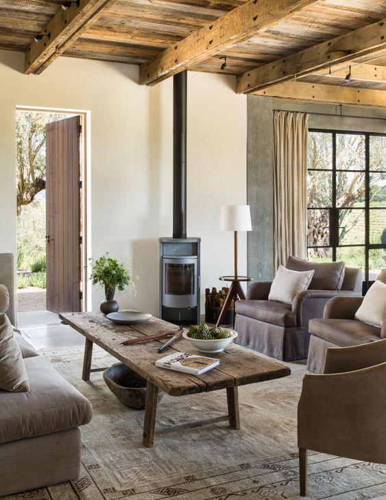 El salón de estilo rústico en una casa entre viñedos de California - AD España, © Lisa Romerein www.revistaad.es