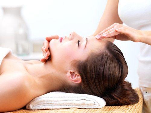 cách massage mặt bằng dầu dừa