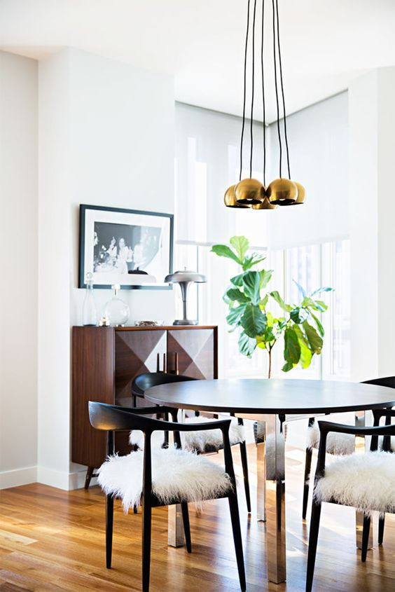 Round table, square buffet, gold pendants, Fiddle Leaf Fig