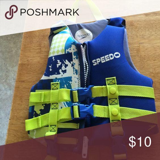 Life vest Speedo kids life vest.  Age 3-5 Speedo Swim