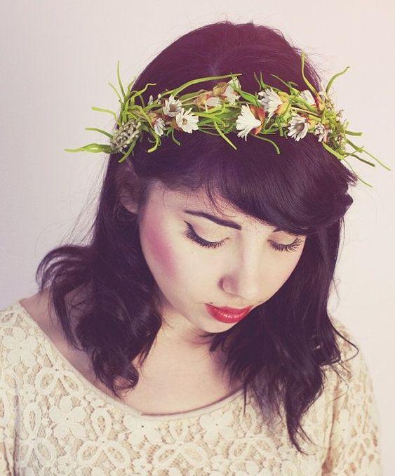 花冠を使った結婚式の花嫁ヘアスタイル画像まとめ   「ときめキカク365」