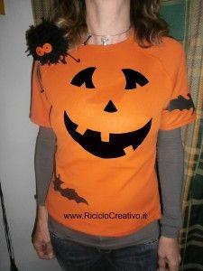 Riciclo delle magliette: zucca di Halloween con ragno: