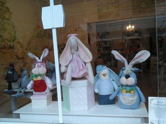 coelhos de enfeite e pesos de porta