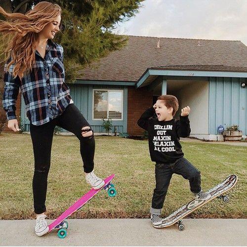 親子でスケートボードの練習