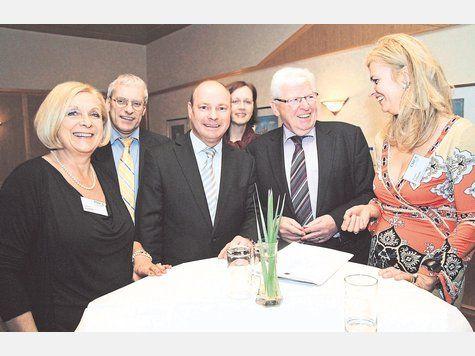 Die CSU-Mitglieder begrüßten Prof. Heinrich Oberreuter (2.v.r.) als Festredner beim Jahresempfang im Heide-Volm – Foto v.li.: Gabriele Juran...