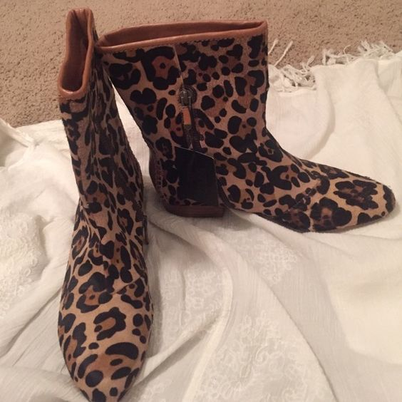 Cheetah B Makowsky boots TAGS STILL ON!!! Never worn B Makowsky boots. A great print to dress up any outfit!! Shoes Ankle Boots & Booties