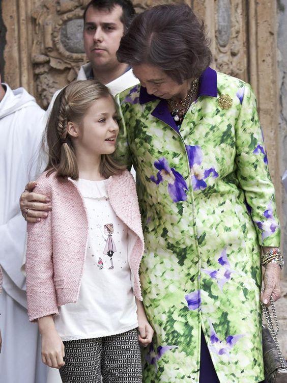 La princesa Leonor y la infanta Sofía, alegría primaveral en la Misa de Pascua de Palma - Foto 8