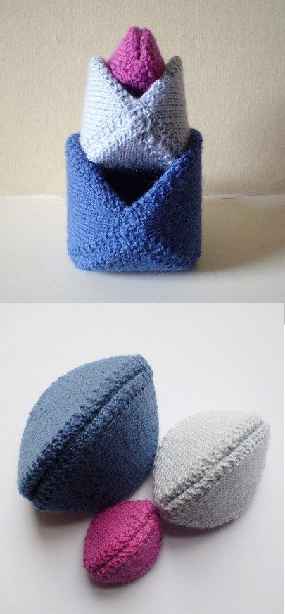 Free knitting pattern for Snapdragon Purse - small, three sided purses which snap open when the pointed ends are pressed. Three sizes.